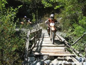 kein Halt vor klapprigen Brücken