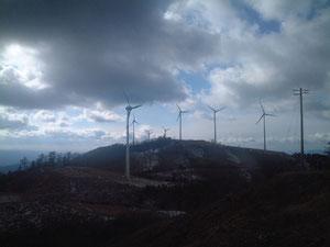 風車群、奥の展望台より