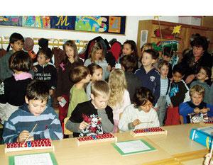 Beim Musizieren und Singen erweitern die Kinder ihre Fähigkeiten