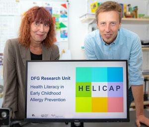 Prof. Dr.rer.biol.hum.Marie-Luise Dierks und Jonas Lander wollen im DFG-Projekt HELICAP Eltern allergiekranker Kinder zu mehr Durchblick im  Informationsdschungel verhelfen. (Foto: MHH/Karin Kaiser)