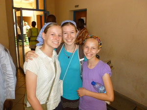 Hannah with her sisters - saying goodbye at the airport