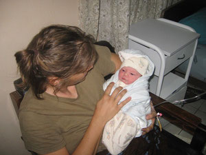 Naomi and Cindy just after the delivery (see more baby pictures below)
