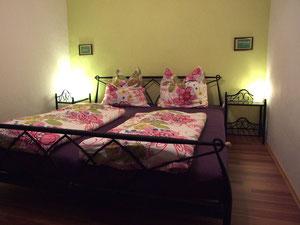 Das Doppelbett-Schlafzimmer