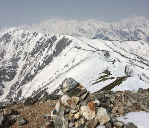爺が岳南峰から見た岩小屋沢岳と立山