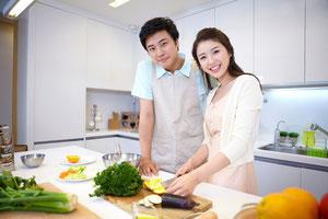 料理を美味しく見せるには、高い演色性の照明が必要。