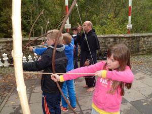 Zur Ausbildung gehörte auch der Umgang mit Pfeil und Bogen.