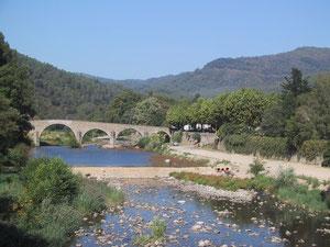 Le Pont Vieux à St Jean du Gard (vu du Pont Neuf)