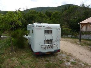 L'arrière du Manouche (à droite, l'abri camping-car).