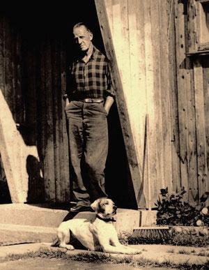 der Herbergsvater mit seinem Lieblings-Hund