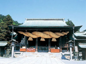 現在は地元福津市を中心に出荷しており、地元のお酒として飲んでいただいております。また、全国でも名高い宮地嶽神社との関係は古く、毎年新年には御神酒を奉納しています。