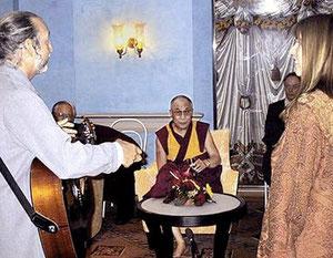 Дэва Премал и Митен поют Далай-Ламе