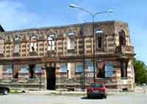 Vijećnica u Odžaku kakvu ju je ostavila Jugoslavija