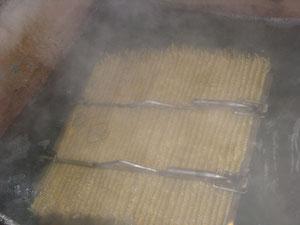 沸騰した釜の中へ