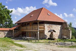 Im Mayrhof ist ein Burgmuseum untergebracht