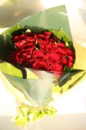 とある中国人男性のお客様は、ディナーや出張で不在にする時等、「寂しくないように」と奥様に花束を都度プレゼントする。ロマンティックなご夫婦のエピソードも、情熱的な国・中国らしい。正に「バラ色の人生」!
