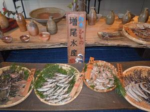 すべて陶器の魚介類