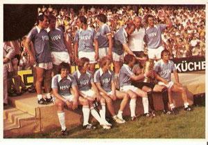 Das HSV-Team mit dem Pokal