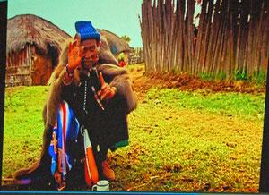"""chef spirituel maasaï : """"la forêt c'est le lien entre le ciel et la terre"""" extrait film Maasaï Terre Interdite"""