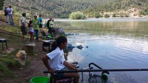 Du monde pour apprendre la pêche au coup !