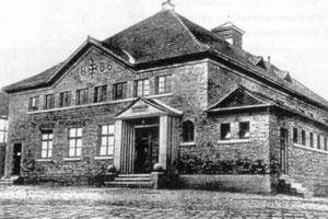 Die Turnhalle bei ihrer Einweihung 1927