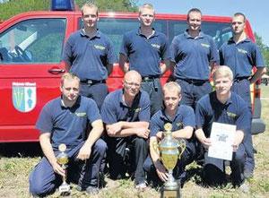 Dieses Team der Feuerwehr Eichstedt gewann den Ausscheid der Feuerwehren und wiederholte damit den Erfolg vom Vorjahr. Gemeinsam mit Behrendorf und Lindtorf qualifi zierten sich die Eichstedter zudem