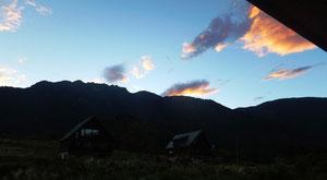 宿の部屋からの朝の八海山