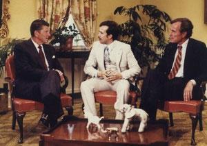 BeauSeigneur, retratándose entre Reagan y Bush Sr.