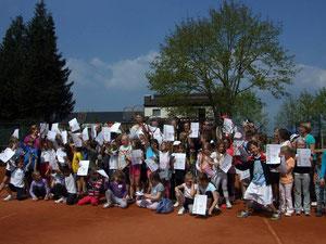 Gruppenfoto vom Tennis-Schnuppertag