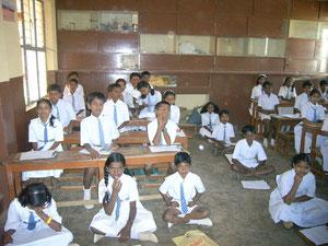 Ausbildungsprojekte: noch reichen die Schulbänke nicht für alle