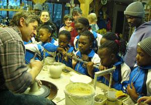 Kindergruppe in der Töpferei