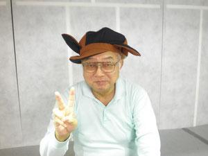 帽子をかぶってポーズをとってくれるオオサキさん。カワイイ☆