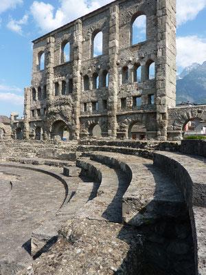 les ruines de l'amphithéâtre romain d'Aoste