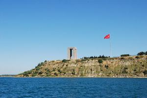 Gelebolun taisteluiden muistomerkki Dardanellien suulla
