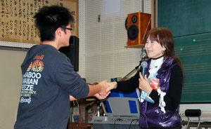 感激の握手