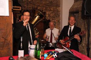 Lars Vegas und das Diamntenorchester im Gerberkeller von Weinbaur
