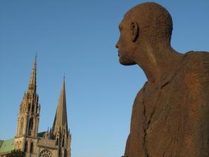 La cathédrale vue de la place Chatelet.