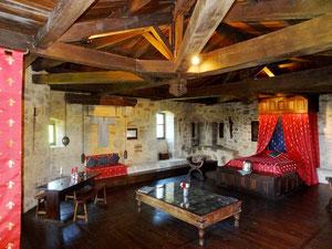 nuit insolite et medieval - Chambre Royale au chateau-fort de Tennessus