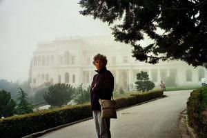 der weisse Palast noch im Morgen-Dunst