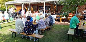 Viele Gäste genossen bei herrlichem Wetter die Geselligkeit - Foto: HPD