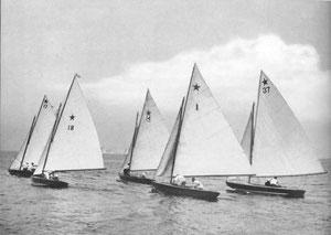Az első sztárversenyek egyike a Long Island szorosban. Fotó: The Story of American Yachting, Morris Rosenfeld