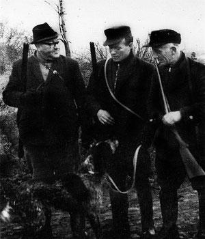 Mitte der 1960-iger Jahre bildeten Jäger aus Wackersleben, Gunsleben und Neuwegersleben eine Jagdgesellschaft: Ernst-August Bassüner (Wackersl.), Siegfried Rössing (Gunsl.), Otto Baake (Neuw.) v. li.