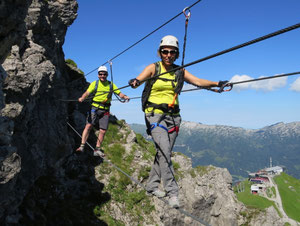 Klettersteig In English : Klettersteig fixsiertes seil climbo