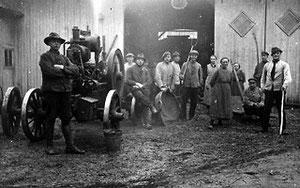 Dampfbetriebene Dreschmaschine in Sundern um 1930