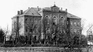 Der Neubau des Lehrerseminars von 1893, heute Volkshochschule an der Hohenszollernstraße