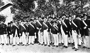 Schützenverein Gütersloh e. V. von 1832: Schützenkönig Heinrich Degenhardt und Offizierskorps, 1892