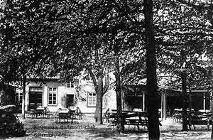 Blick in Bergmanns Gartenwirtschaft am Bertels Weg in Kattenstroth (später Wiltmann)