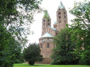 Der Dom zu Speyer vom Domgarten aus