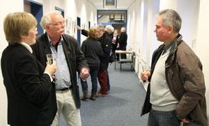 Die Amtsvorsteherin Karen Hansen, der Kursleiter Wolfgang Diederich und der Bürgermeister von Mildstedt Bernd Heiber im Gespräch.