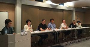 左から 井出真理さん、小松與志子さん、尾崎将也さん、土橋章宏さん、足立紳さん、田中健二さん、松浦善之助さん