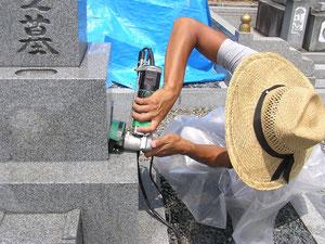 仕上げ磨き作業の写真